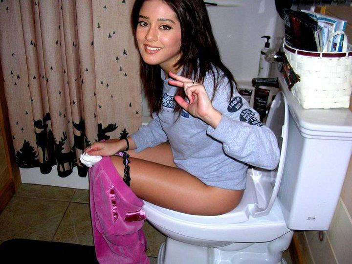 Glamour pissing public teenager