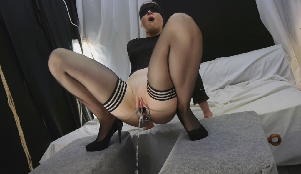 Nude photos Tongue glasses pregnant pissing